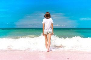 海辺の女性